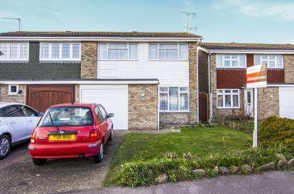 3 Bedrooms Semi Detached House for sale in North Grays, Essex, .
