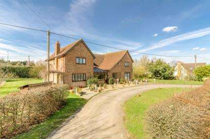 5 Bedrooms Detached House for sale in Great North Road, Chawston, Bedford, Bedfordshire