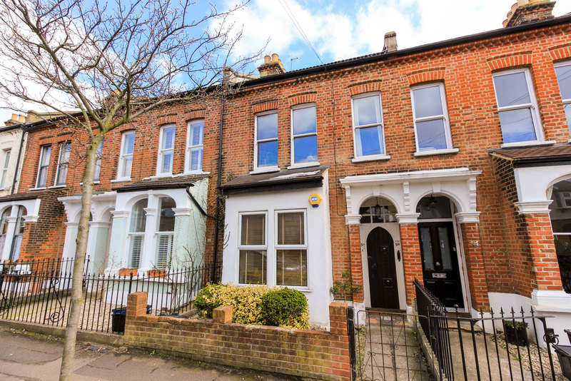 2 Bedrooms Ground Flat for sale in Trevor Road, Woodford Green
