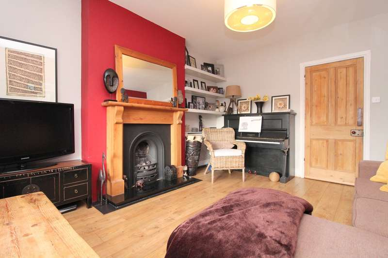 3 Bedrooms Semi Detached House for sale in Southgate Avenue, Feltham, TW13