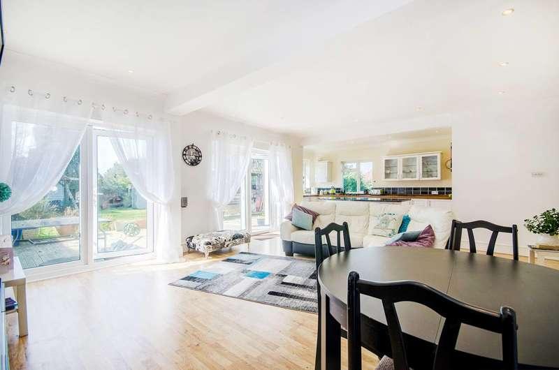 4 Bedrooms Bungalow for sale in College Drive, Ruislip, HA4