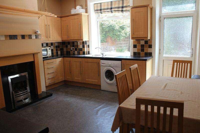 4 Bedrooms Terraced House for sale in Ravensknowle Road, Huddersfield, HD5