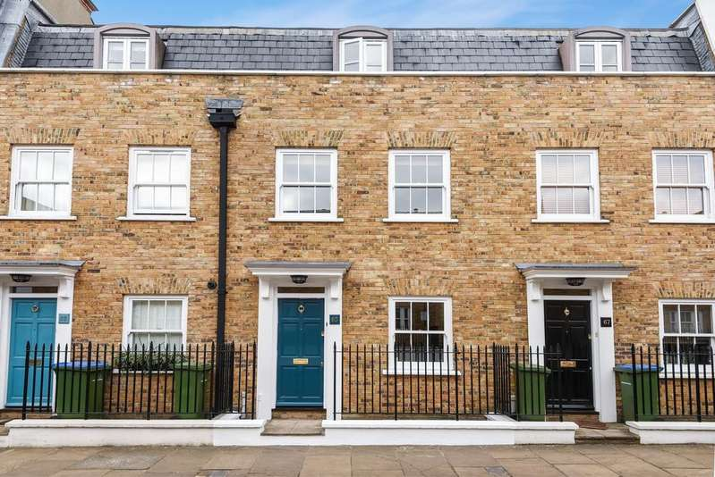 4 Bedrooms Terraced House for rent in King George Street West Greenwich SE10