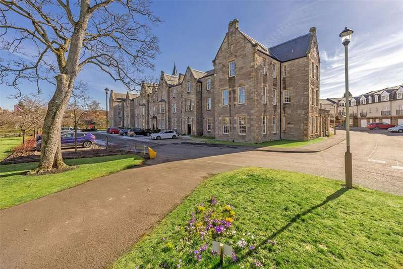 3 Bedrooms Flat for sale in 15 Rosslyn House, Glasgow Road, Perth, PH2