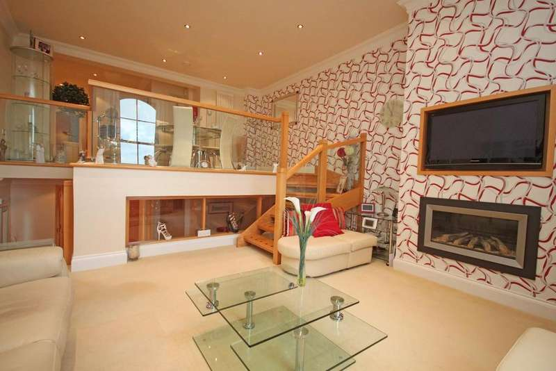 2 Bedrooms Duplex Flat for sale in Promenade, Southport