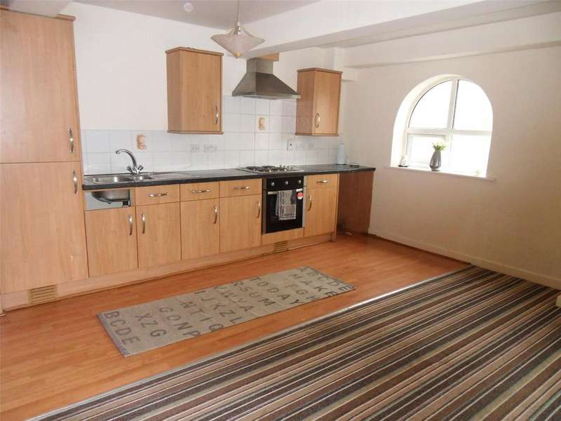 2 Bedrooms Apartment Flat for rent in Back Lane, Heckmondwike, West Yorkshire, WF16
