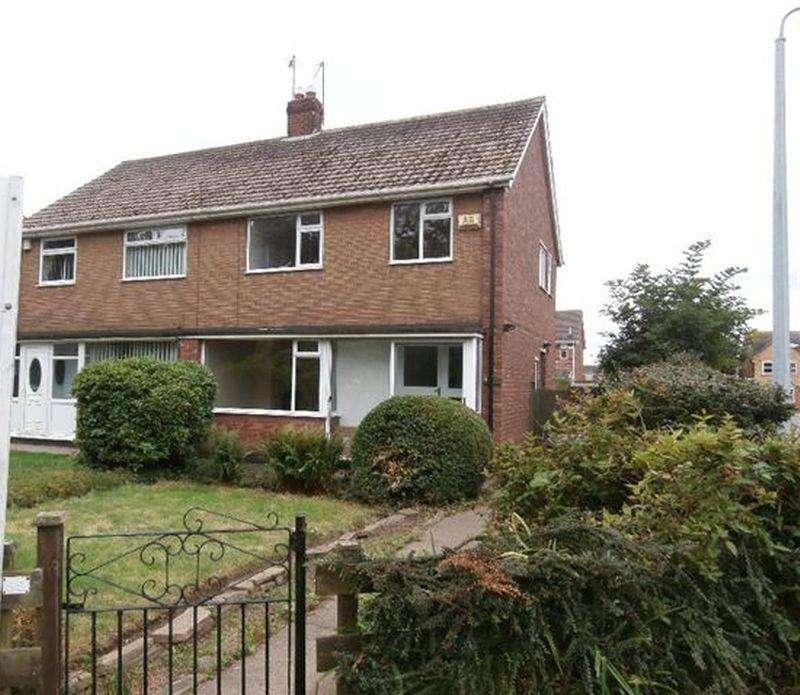3 Bedrooms Terraced House for rent in Tweendykes Road, Sutton