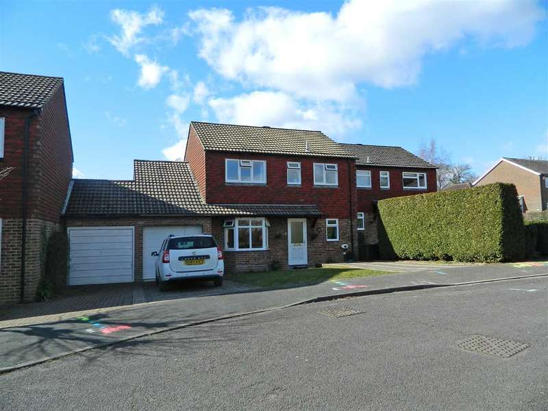 3 Bedrooms Detached House for sale in St Johns Close, Midhurst