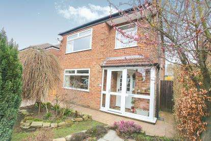 3 Bedrooms Link Detached House for sale in Longnor Road, Hazel Grove, Stockport, Cheshire