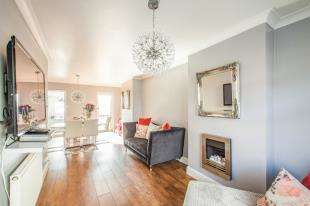 2 Bedrooms Terraced House for sale in Mayfield Avenue, Dover, Kent