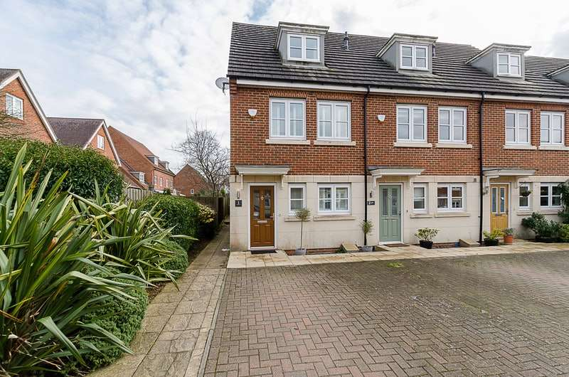 3 Bedrooms Terraced House for sale in Moberly Way, Kenley, Surrey, CR8