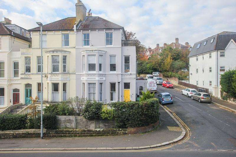 2 Bedrooms Flat for sale in Brittany Road, St. Leonards-on-sea, East Sussex.