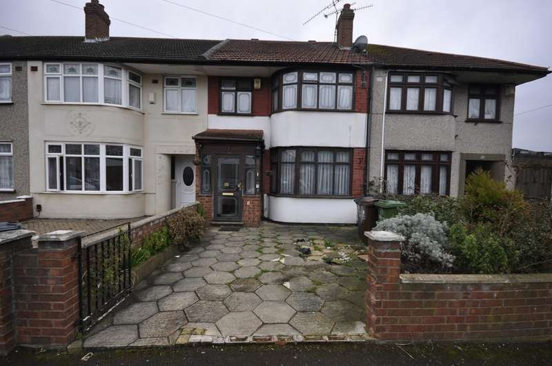 4 Bedrooms Terraced House for sale in St. Giles Avenue, Dagenham