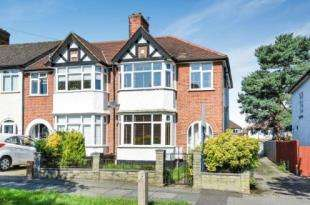 3 Bedrooms End Of Terrace House for sale in Woodside Avenue, Chislehurst, .