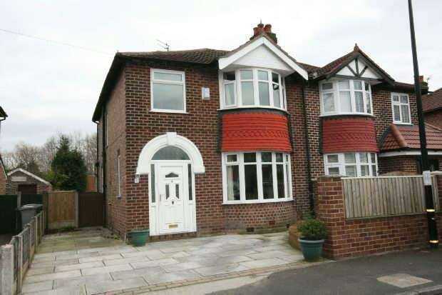 3 Bedrooms Semi Detached House for sale in Balmoral Drive, Timperley