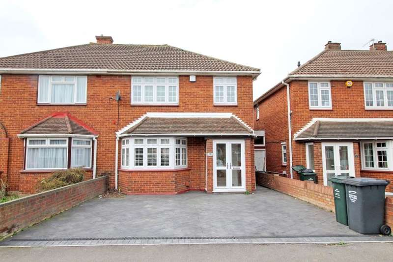 3 Bedrooms Semi Detached House for sale in Meadow Way, Dartford, DA2