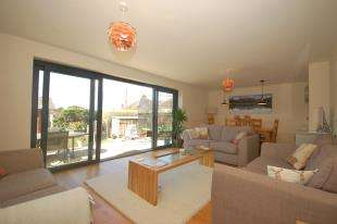 4 Bedrooms Semi Detached House for sale in Keld Avenue, Uckfield, East Sussex