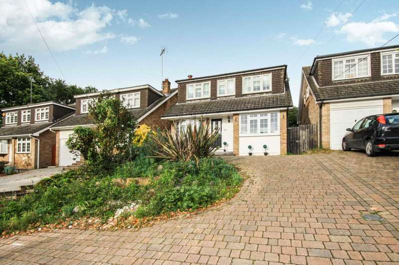 4 Bedrooms Detached House for sale in Outwood Common Road, Billericay