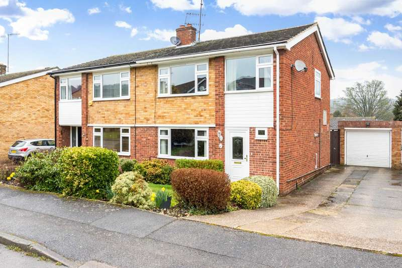 3 Bedrooms Semi Detached House for sale in Coombe Gardens, Berkhamsted