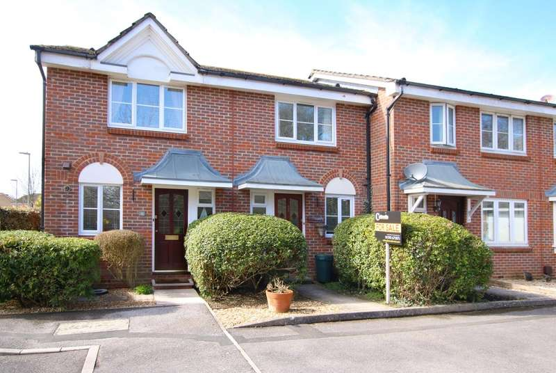 2 Bedrooms Terraced House for sale in Fawn Gardens, New Milton, Hampshire