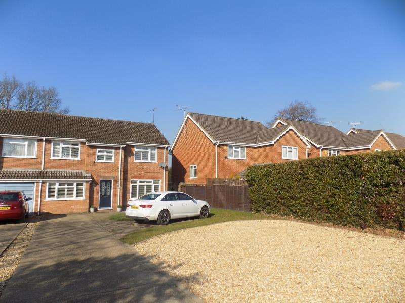 5 Bedrooms Semi Detached House for rent in Green School Lane, Farnborough, Hampshire