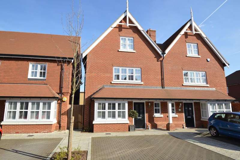 4 Bedrooms Semi Detached House for sale in Swan Close, WALTON ON THAMES KT12