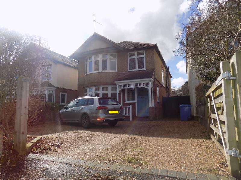 4 Bedrooms Detached House for rent in Alexandra Road, Farnborough, Hampshire