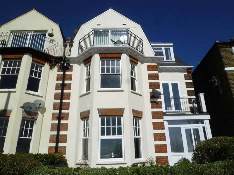 1 Bedroom Flat for sale in Grand Parade, Leigh-on-sea, Essex