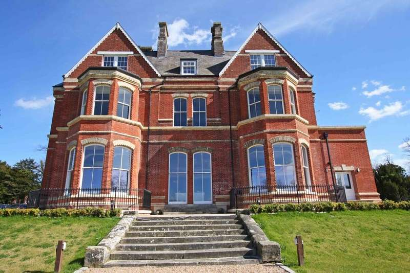 3 Bedrooms Apartment Flat for sale in Lillesden Park, Hastings Road