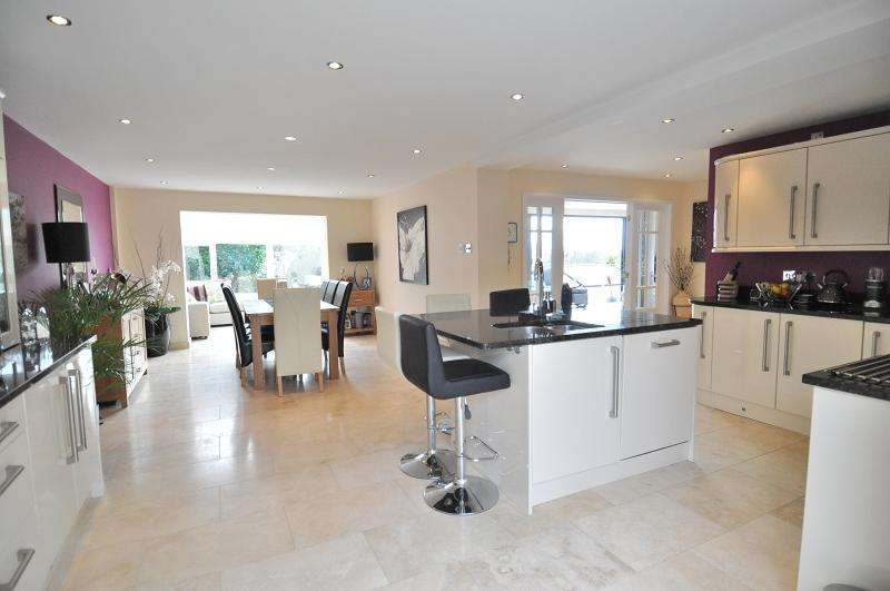 4 Bedrooms Detached House for sale in Cross Common Road, Dinas Powys CF64 4TP