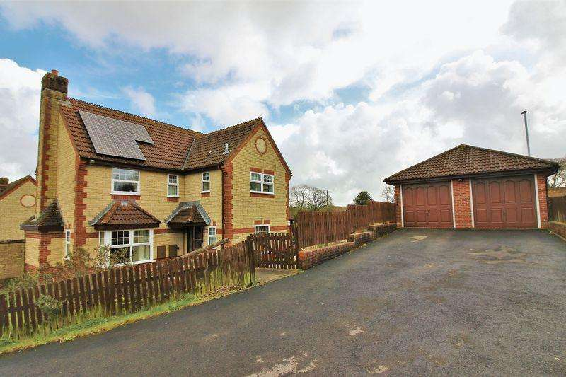 5 Bedrooms Detached House for sale in Caraway Close, Chard