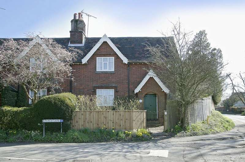 3 Bedrooms Semi Detached House for sale in Church Lane, Yaxham