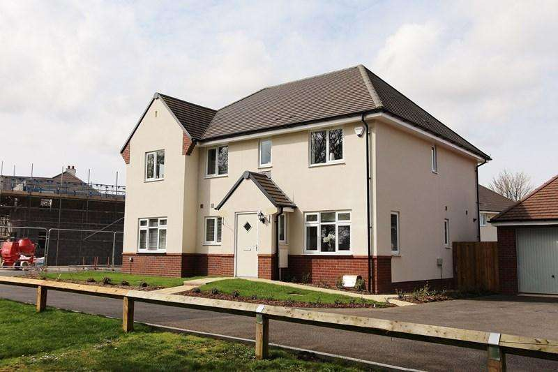 3 Bedrooms Semi Detached House for sale in Hadrian Close, Keynsham, Bristol