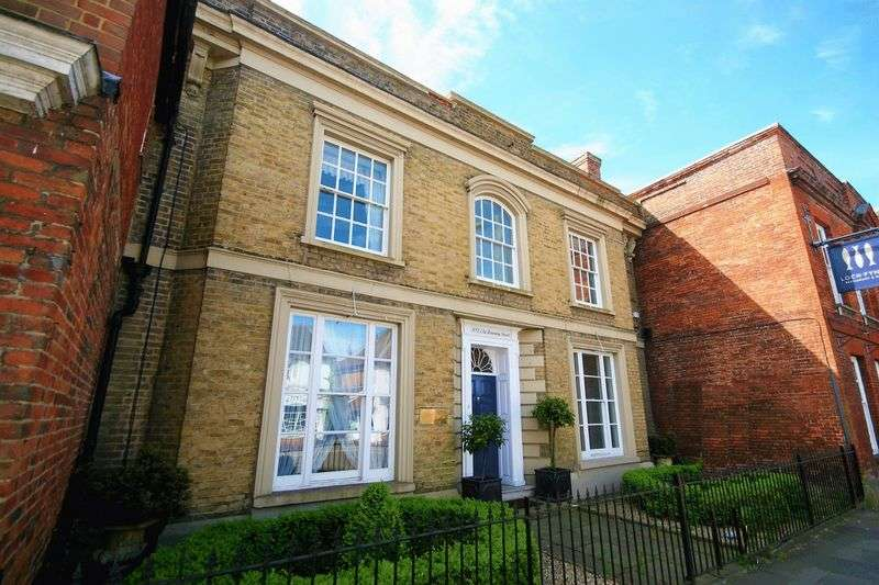 3 Bedrooms Property for sale in Downing Street, Farnham