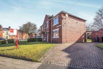 4 Bedrooms Semi Detached House for sale in Eaves Green Road, Chorley, Lancashire