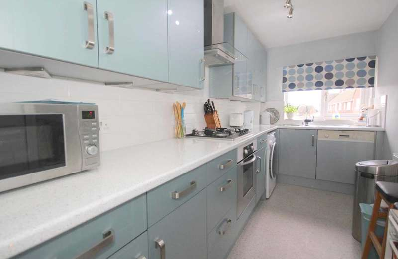 2 Bedrooms Maisonette Flat for sale in TOP FLOOR MAISONETTE IN NASH MILLS