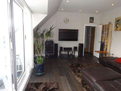 2 Bedrooms Flat for sale in Southgate Road, Potters Bar, Hertfordshire