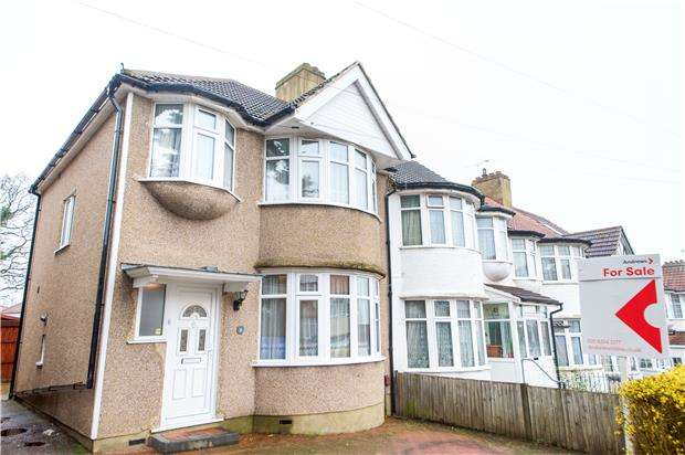 3 Bedrooms End Of Terrace House for sale in The Grove, KINGSBURY, NW9 0TL