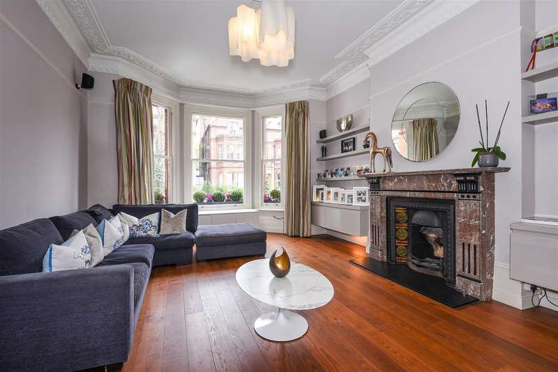 4 Bedrooms Flat for sale in Garden Maisonette, Netherhall Gardens, Hampstead, NW3