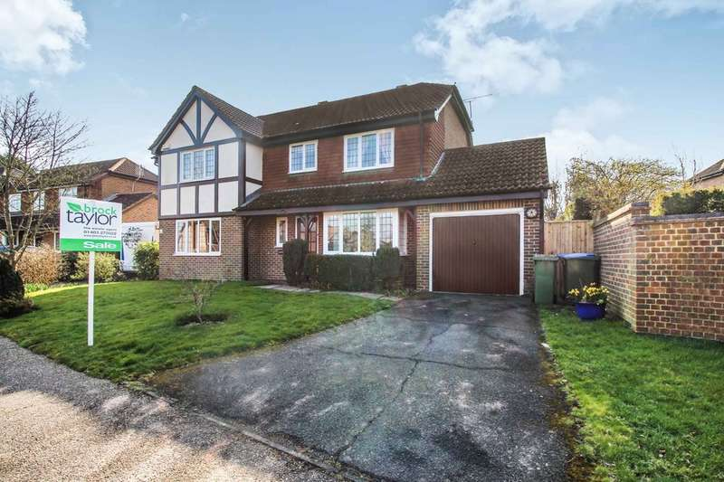 3 Bedrooms Semi Detached House for sale in Gateford Drive, Horsham