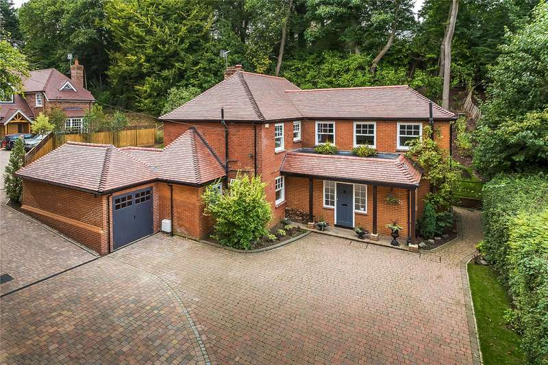 5 Bedrooms Detached House for sale in Janoway Hill Lane, Woking, Surrey, GU21