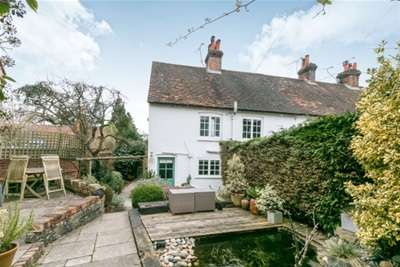 2 Bedrooms House for rent in Frensham, Surrey