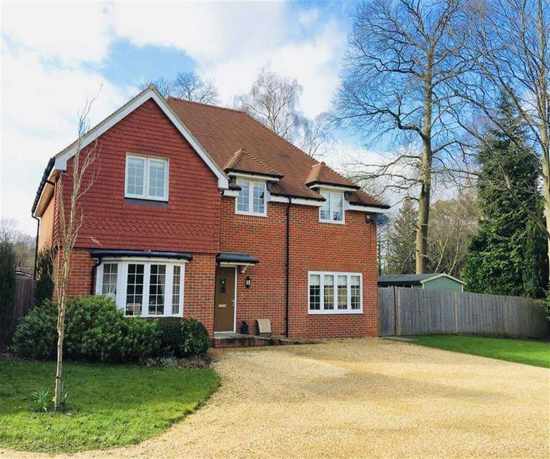 4 Bedrooms Detached House for sale in Nightingale Close, Gasden Copse, Witley, Surrey, GU8