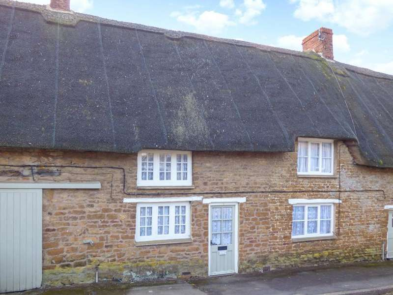 3 Bedrooms Terraced House for rent in Culworth Road, Chipping Warden, Oxon
