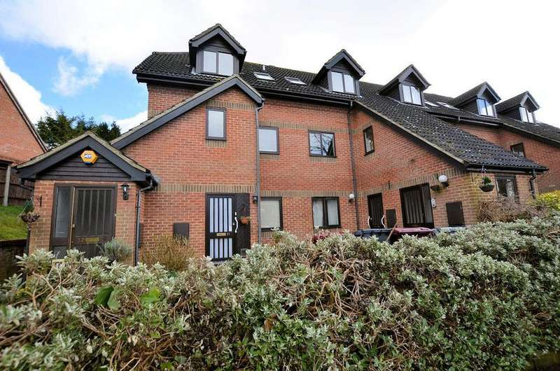 2 Bedrooms Maisonette Flat for sale in Hambleberry Court, Tilehurst, Reading