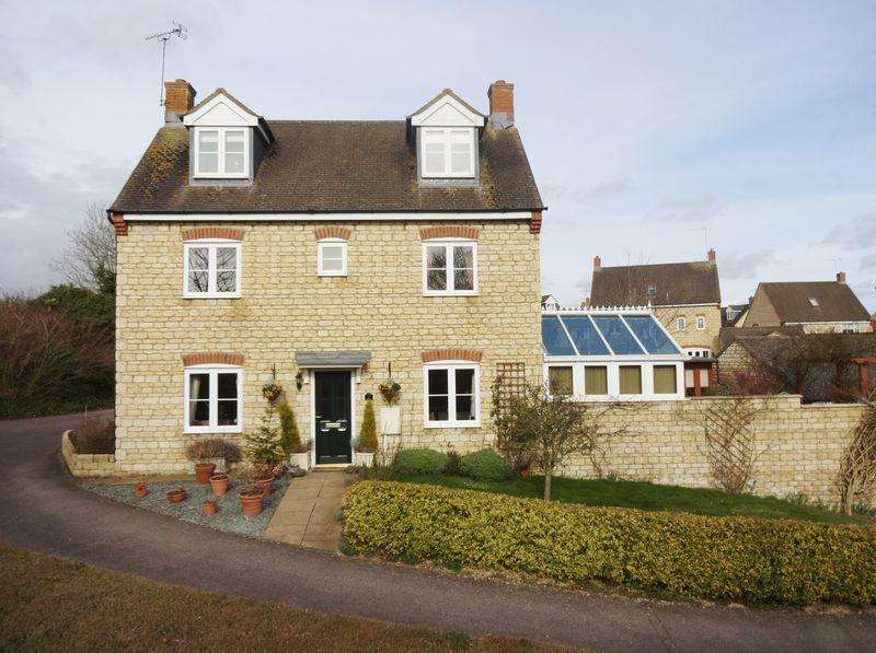 4 Bedrooms Detached House for sale in Kings Road, Weldon