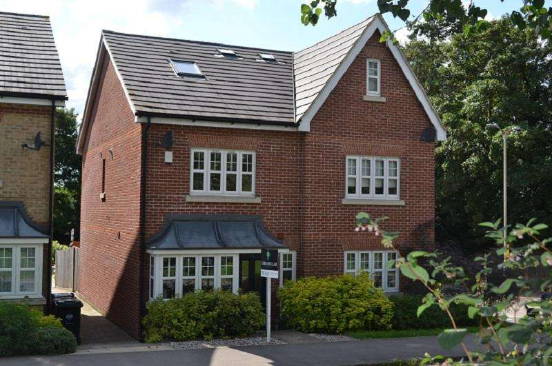 3 Bedrooms Semi Detached House for sale in Buntingford