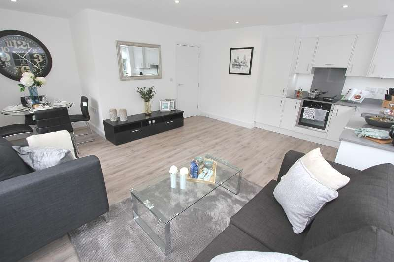 2 Bedrooms Ground Flat for sale in Hale Court, Hale Lane, Edgware, HA8 9RG