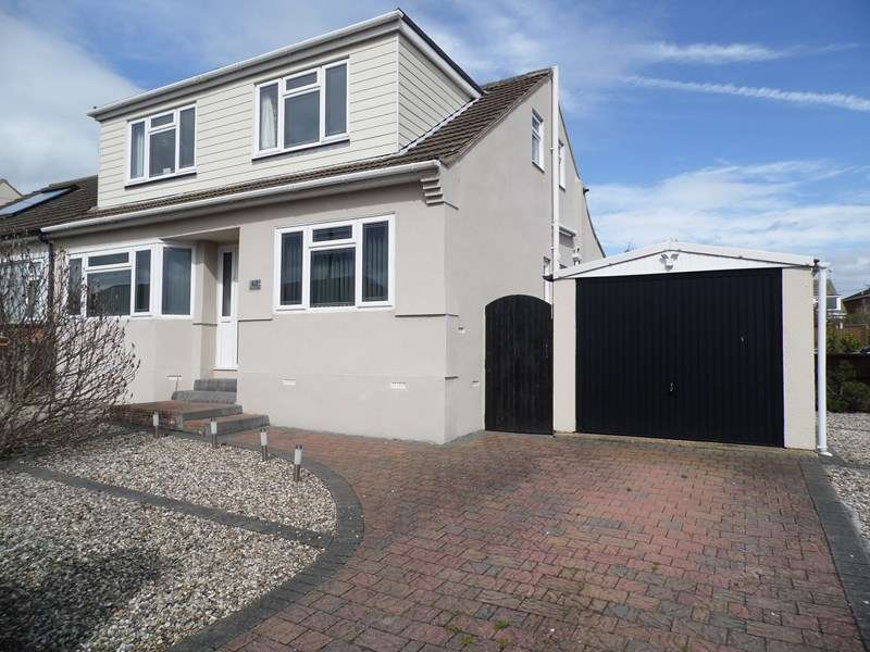 4 Bedrooms Property for sale in Nevern Road, Rayleigh