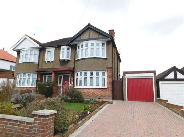 3 Bedrooms Semi Detached House for sale in Woodside Close, Surbiton